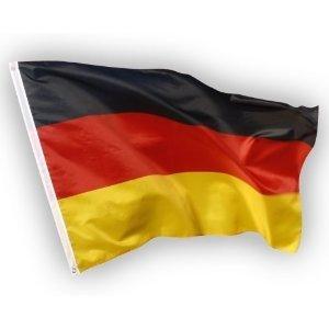 Deutschland Flagge, EM / WM Fahne aus Stoff mit doppelt umsäumten Fahnenrand, 2 Messing-Ösen zum Hissen, für Fahnenmast (ohne Stab), Deutsche Nationalflagge, Fußball Fanartikel Weltmeisterschaft 2018