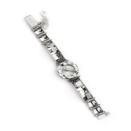 plain-round-face-silver-watch-with-swirl-designs