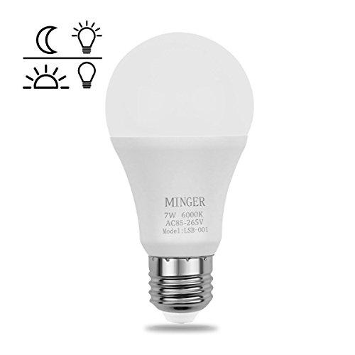 Preisvergleich Produktbild Minger Lichtsensor Lampe Smart Glühbirne LED Lampe 7 Watt Sensor Birne warmweiß mit Dämmerungssensor Nachtlicht LED Birnen mit Automatischer Innen / Außenbeleuchtung Lampe für die Veranda Flur Terrasse Garage (E26 / E27 600Lumen warmes Weiß 3er 1Pack) [Energieklasse A+]