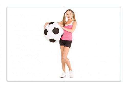 Wallario Herdabdeckplatte/Spritzschutz aus Glas, 2-teilig, 80x52cm, für Ceran- und Induktionsherde, Motiv Schönes Mädchen mit riesigem Fußball und Langen Beinen