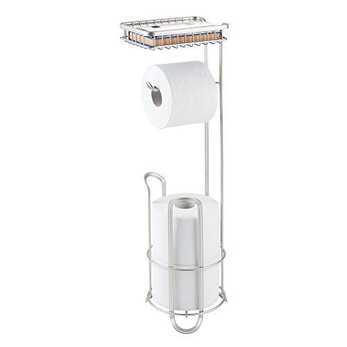 mDesign Toilettenpapierhalter ohne Bohren - Klorollenhalter fürs Badezimmer - Farbe: Satiniert - Papierrollenhalter mit Bürste und Regal