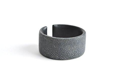 Armband 'Gigi' Rochenleder Armreifen schwarz Damen Arm-Reif Armspange Armschmuck für Frauen
