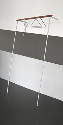 roomsafari leanoon II Anlehngarderobe | Gestell Aluminum grau | Kleiderstange Nussbaum
