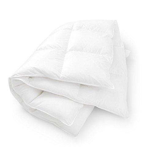 Premium Ganzjahresdecke 135 x 200 cm lange Decke – kuschelig weiche atmungsaktive ultraleichte Bettdecke aus weißen Daunen und Federn gesteppt für Allergiker Erwachsene Kinder Jugendliche
