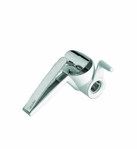Leifheit 03148-8Grattugiaformaggio a mano. Progettata per destri e per manciniSpecifiche:TipologiaGrattugiaformaggio a manoMaterialePlastica e acciaio inoxMisure22x8,5x8,5 cmColoreBianco