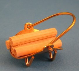 Preisvergleich Produktbild Kaminholz im Messingkorb Puppenhaus Dekoration Miniatur 1:12