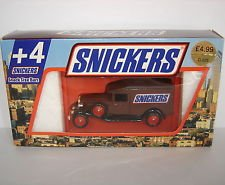 lledo-promotional-model-1936-packard-van-snickers