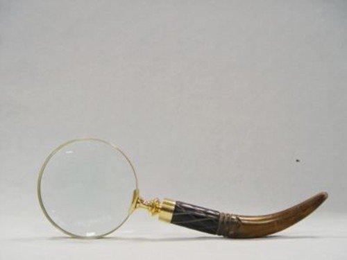 Ellas-Wohnwelt Handlupe mit geschwungenem Horn Griff und goldfarbener Fassung als Lesehilfe oder dekoratives Accessoire für das Büro.