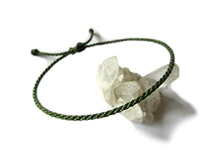Bracelet corde/fil Vert Kaki Militaire. Simple/Unisexe/Porte chance/Brésilien/. Cordon fait et tressé avec du fil ciré et ajustable. Réf.#30