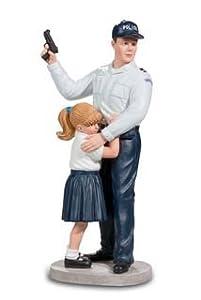 Katerina Prestige-Figura Policía protégeant niña, pol013