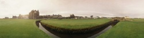 Panoramic Images – Golf course with buildings in the background The Royal and Ancient Golf Club St. Andrews Fife Scotland Photo Print (106,68 x 30,48 cm)