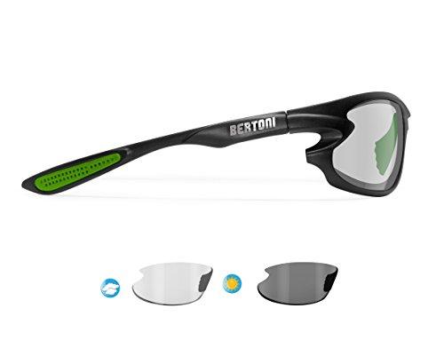 Bertoni occhiali sport fotocromatici avvolgenti antivento f676m italy - occhiali bici running moto sci watersports - nero/verde - lente fotocromatica