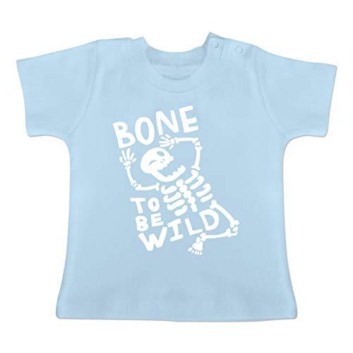 Anlässe Baby - Bone to me Wild Halloween Kostüm - 12-18 Monate - Babyblau - BZ02 - Baby T-Shirt Kurzarm (Schaurige Kinder Halloween Kostüme)