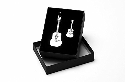akustische-gitarre-schlusselring-und-abzeichen-mit-geschenk-box
