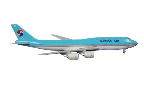 boeing-747-8-korean-air-on-ground-with-gear-no-stand-massstab-1500