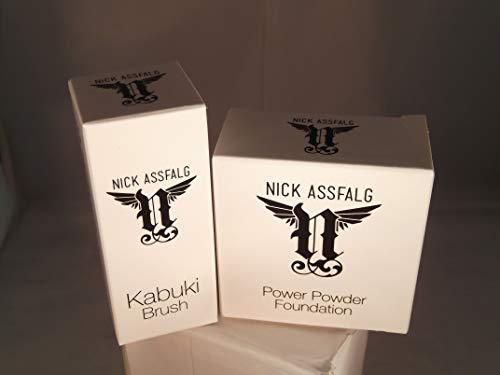 Nick Assfalg Power Powder Foundation in medium mit Kabuki Pinsel