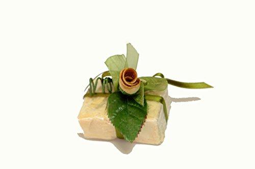 sapone all' olio di oliva con decoro in buccia di bergamotto.