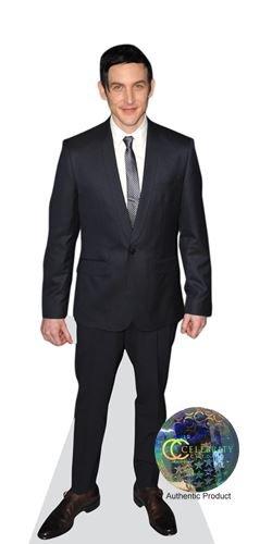 Preisvergleich Produktbild Robin Lord Taylor (Black Suit) Pappaufsteller mini