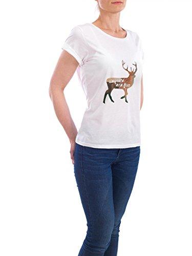 """Design T-Shirt Frauen Earth Positive """"Stay wild and free"""" - stylisches Shirt Typografie von Claudia Schön Weiß"""
