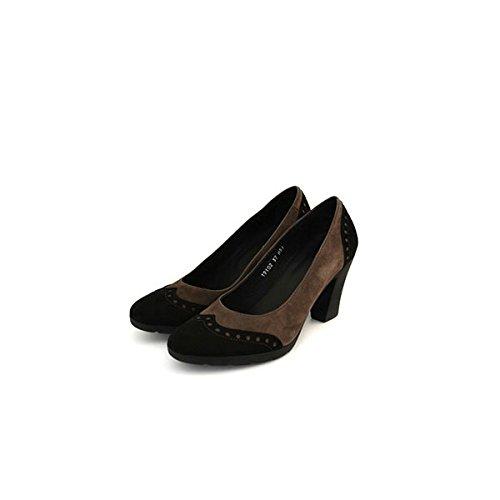Decolte' Soldini in camoscio grigio e nero, stile inglese, tacco robusto in gomma da 7cm e plateu da 1cm.