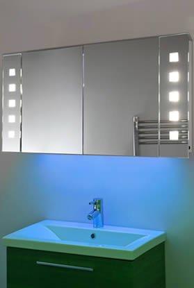Badezimmerspiegelschrank mit Beleuchtung
