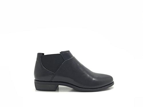 CHIC NANA . Chaussure femme derbie richelieu style similicuir, facile à enfiler élastique sur les deux cotés.