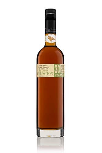 Vino generoso de la D.O. Jerez-Xérés-Sherry, que conjuga las suaves delicadas y punzantes características del Amontillado y la vinosidad y gordura del Oloroso. Su vejez, de más de 70 años, le acentúa su gran personalidad. El Palo Cortado Wellington V...