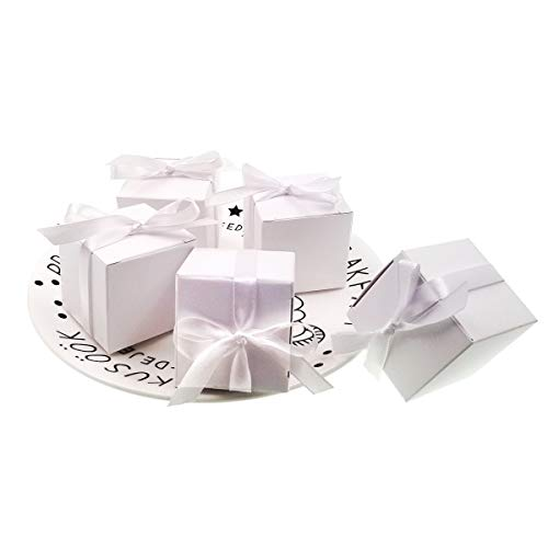 JZK 50 Leere weiße Hochzeitsbevorzugungskästen mit Bändern Papier Süßigkeiten Box für die Hochzeit Geburtstag Weihnachten Taufe Babydusche Kommunion Abschlussfeier