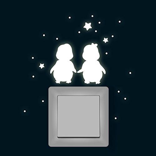 ilka parey wandtattoo welt® Lichtschalteraufkleber Leuchtsticker Wandtattoo Pinguine Sterne fluoreszierend nachtleuchtend Wandsticker Wandaufkleber Lichtschaltersticker Lichtschaltertattoo M1367