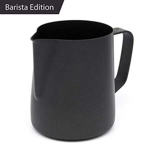 Lambda Coffee Milchkännchen für Barista Teflon beschichtet schwarz für Milchschaum, Milchschaumkännchen aus Edelstahl zum Milch aufschäumen und Latté Art, Milchkanne und Milk Pitcher 350 ml