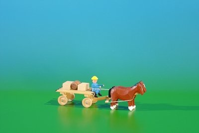 miniature-bottom-plate-slat-car-in-nature-with-horses-load-2-crates-1-barrel-of-length-approx-9cm-ho