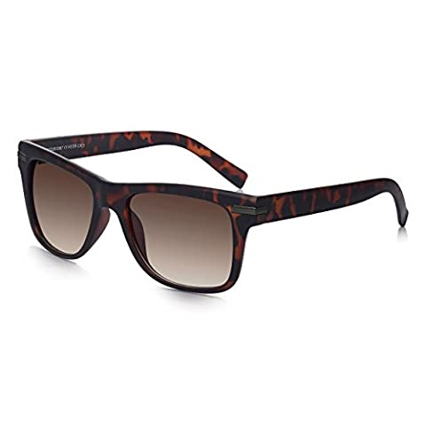 Sunglass Junkie Mens Wayfarer Sunglasses in Tortoiseshell Brown. Classic Style with 100% UV Protection UV400 High Anti-Glare Brown Gradient Sun Filter Category 3 Lenses. Tough, Durable Polycarbonate