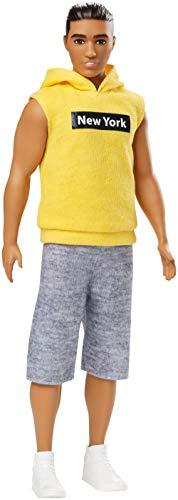 Barbie GDV14 - Ken Fashionistas Puppe im ärmellosen gelben Hoodie , Puppen Spielzeug ab 3 Jahren