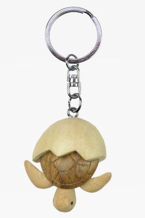Schildkröte Meereschildkröte Baby mit Ei Hatchling Schlüsselanhänger aus Holz