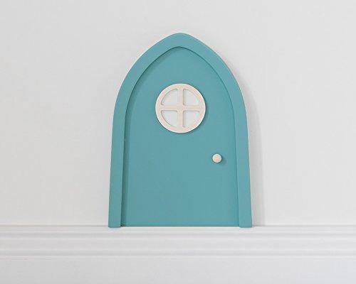 Elfentür in Türkis mit leuchtendem Türfenster für Fantasie im Kinderzimmer