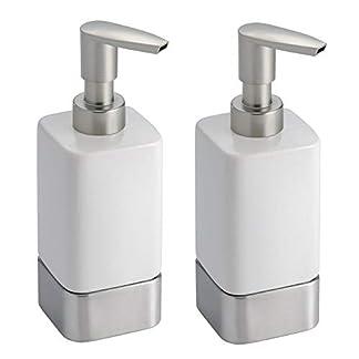 31WCWPTKO8L. SS324  - mDesign Juego de 2 dosificadores de jabón para baño o Cocina - Dispensador de jabón de cerámica, plástico y Metal - Accesorios de baño Recargables para jabón, loción o aceites