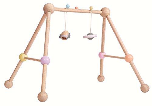 """Plantoys Spielbogen """"Play-Gym"""" für Babys (ab Geburt) aus Holz inkl. 2 Hängespielsachen in bunt"""