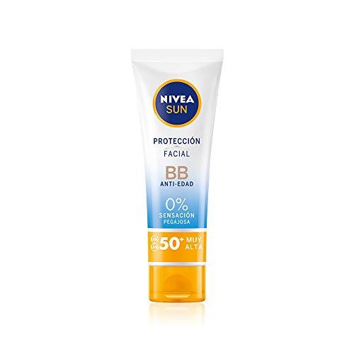 NIVEA SUN Protección Facial UV BB Anti-edad FP 50+ (1 x 50 ml), crema solar facial con 0{37916d5aa1e6f9c2ef383df5ad724a0624d55e67190faeec477912770722e2fd} sensación pegajosa, crema facial antiedad, protector solar con color para un bronceado uniforme