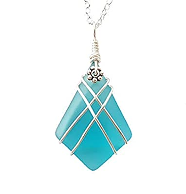 "Fait à la main à Hawaii, collier de fil""Cross Net"" en forme de diamant, collier en verre de la mer bleu du Pacifique, (message cadeau personnalisable à Hawaii)"