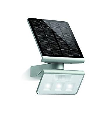 Steinel LED Solar-Leuchte XSolar L-S silber mit 1,2 Watt LED-Lichtsystem und 150 lm, 140° Bewegungssensor mit max. 8 m Reichweite, Monokristallines Solarpanel, ideal für Garten, Terrasse und Hauswand, 671013[Energieklasse A++]