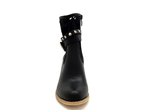 CHIC NANA . Chaussure femme bottine style similicuir perforée à talon. Noir