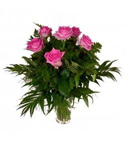 ramo-de-flores-naturales-muy-frescas-elaborado-con-6-rosas-de-color-rosa-fuerte-y-verdes-variados-50