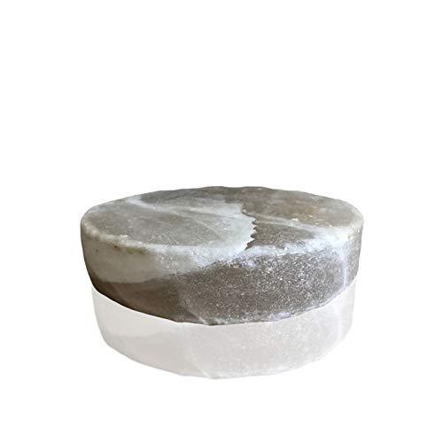 La placa de sal es un innovador instrumento de cocina compuesto por un bloque puro de sal blanca. Este valioso material, además de garantizar excelentes prestaciones en cocción y cocinar los alimentos de forma dietética sin la adición de grasas, se e...