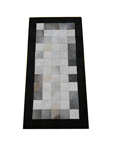Tappeto pelle di mucca modello patchwork. Misure: 70x140 cms. Realizzato