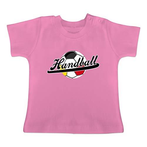 Handball WM 2019 Baby - Handball Deutschland - 18/24 Monate - Pink - BZ02 - Baby T-Shirt Kurzarm