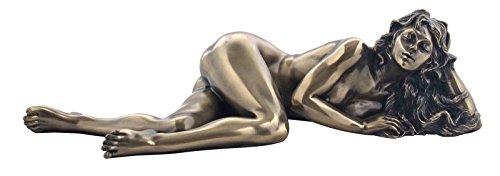 Weiblicher Akt liegende Frau Figur bronziert Skulptur
