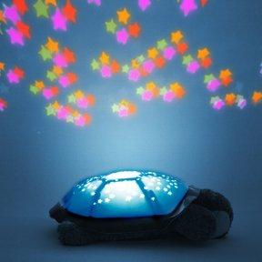 LED-Schildkröte mit Sternbild-Projektion, Farbwechsel & Musik von KiddyStar bei Lampenhans.de