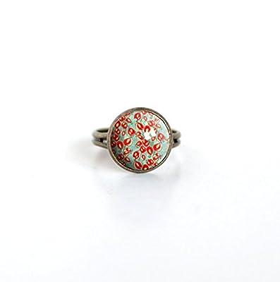 Bague Cabochon 12 mm, petite fleur rouge, inspiration Japon, fond vert tendre