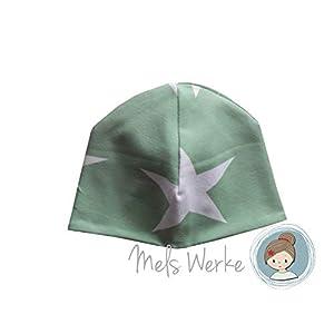 Babymütze Gr. 41-43, Wendemütze grün mit weißen Sternen. Wendeseite hellgrau meliert. 95% Baumwolle, 5% Elasthan