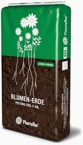 Qualitäts-Blumenerde PLANTAFLOR Qualitäts-Blumenerde für Zimmer- und Balkonpflanzen, Universalblumenerde Made in Germany lockere und luftige Struktur (20, Liter)